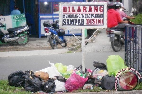 Warga Bandarlampung akan didenda Rp500 ribu jika buang sampah sembarangan (FOTO : Ilustrasi/Dok)