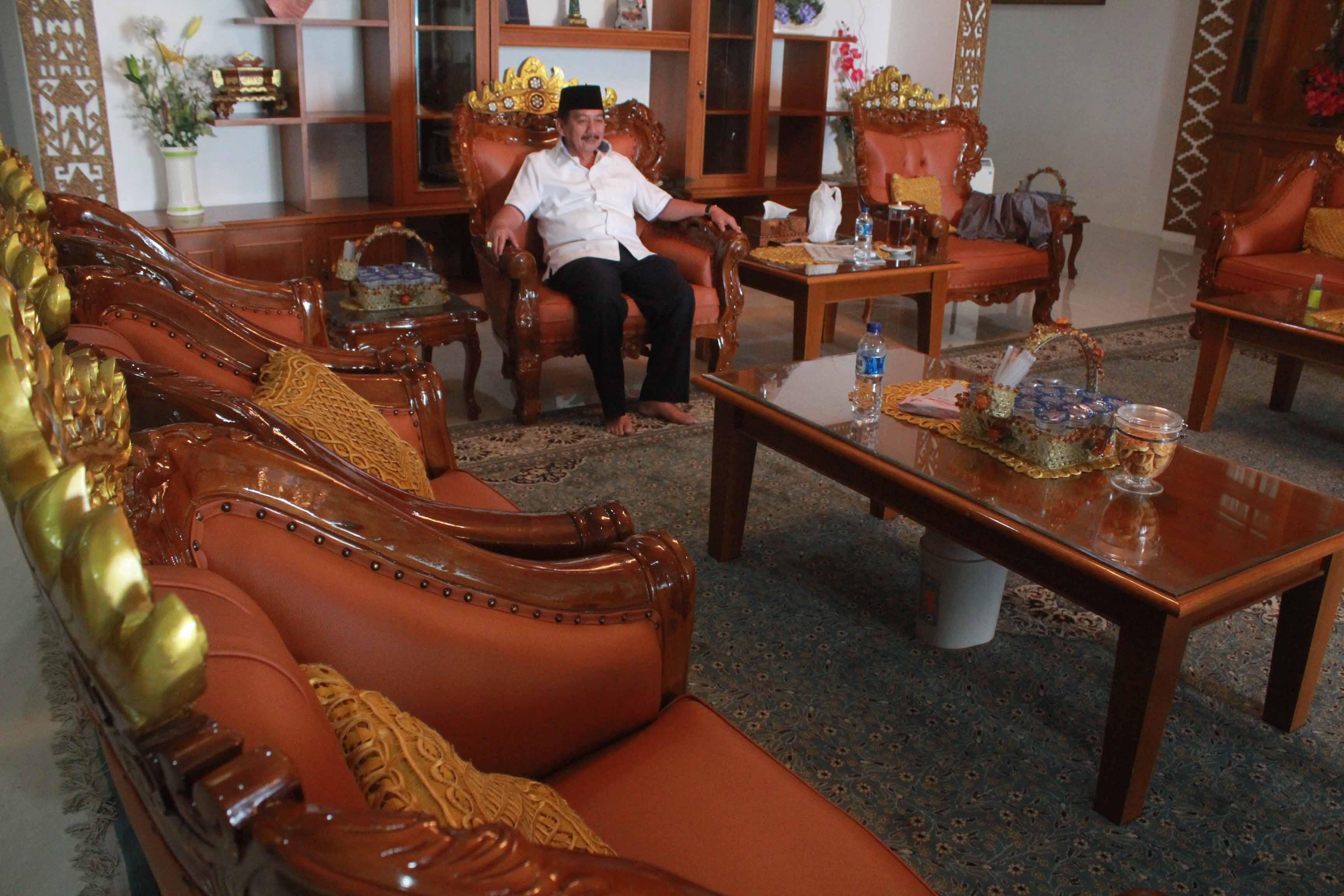 Furniture ruang tamu rumah dinas Walikota Bandarlampung Herman HN.