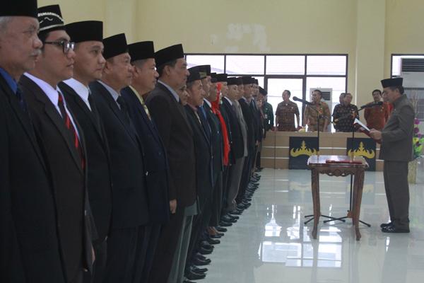 Sekretaris Kota (Sekkot) Badri Tamam mengambil sumpah jabatan ratusan pejabat eselon III di Gedung Semergou, Pemkot Bandar Lampung, Kamis (5/1). Foto: Lampungnews.com/El Shinta.
