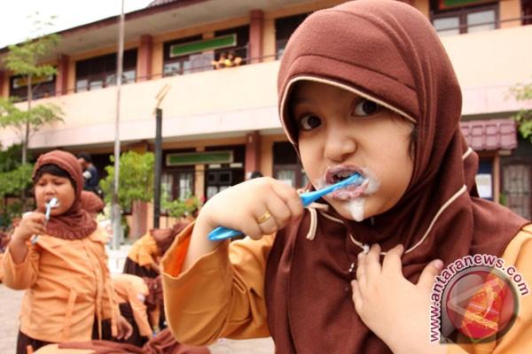 Ilustrasi: Siswi SD dalam sosialisasi cara menyikat gigi yang baik dan benar. (ANTARA/Irwansyah Putra)