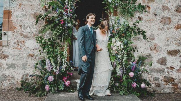 Tess dan Alfred Newall pada hari pernikahan mereka (BBC/SETH BAINES)