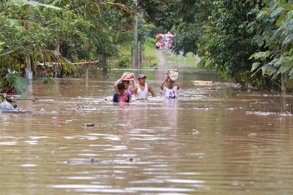 Banjir melanda daerah di Lampung Selatan. Foto Lampungnews/Kristian Ali.