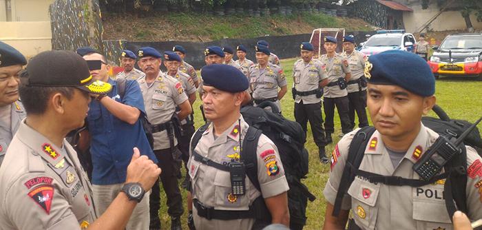 Kapolda Lampung Irjen Pol Sudjarno melepas 400 personel Brimob Polda Lampung untuk membantu pengamanan Pilkada DKI. (Foto Lampungnews/Adam)