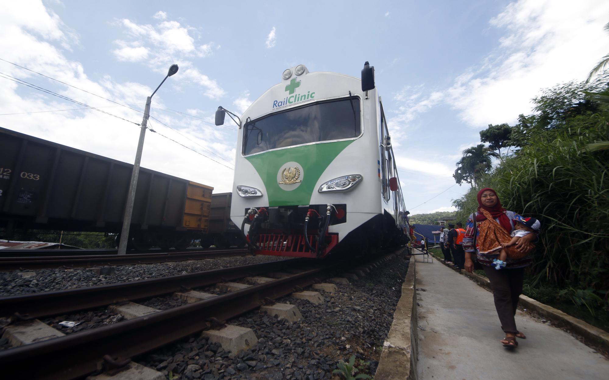 Ilustrasi - Kereta Rail Clinic mendatangi Stasiun Sukamenanti untuk memberikan pelayanan  kesehatan gratis kepada masyarakat sekitar. (Lampungnews/El Shinta)