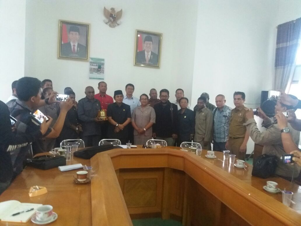 Kunjungan kerja DPRD Monokwari ke DPRD Lampung Tengah. (Lampungnews/Zir)