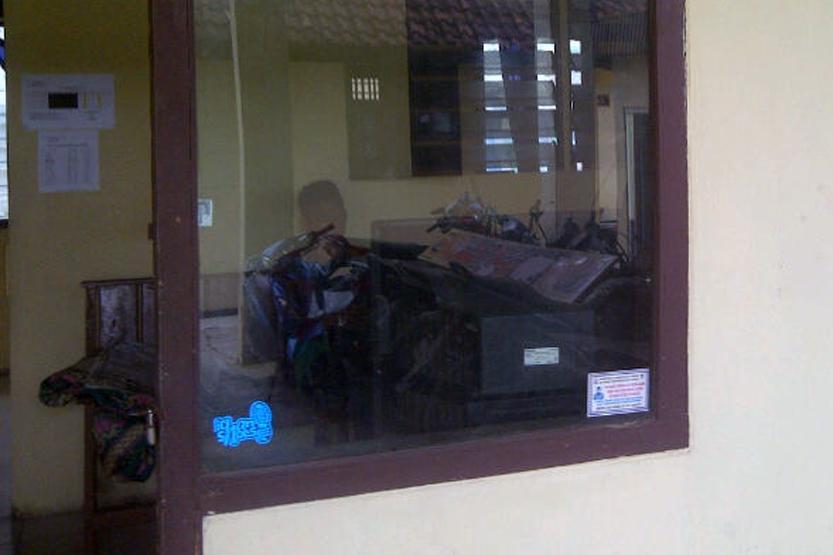 Dua orang diperiksa sebagai saksi di Polsek Pringsewu terkait kasus penemuan pemuda terkapar bersimbah darah di Pajaresuk. (Lampungnews/Anton Nugroz)