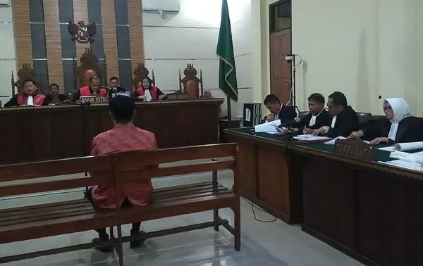 Sidang perdana Bambang Kurniawan. Fotolampungnews/Adam