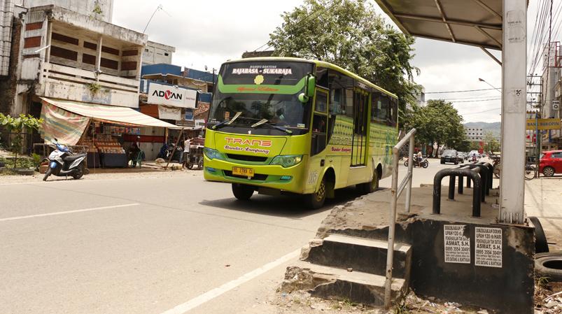Kondisi rusak halte BRT  di Jalan RE Martadinata. (Lampungnews/El Shinta)