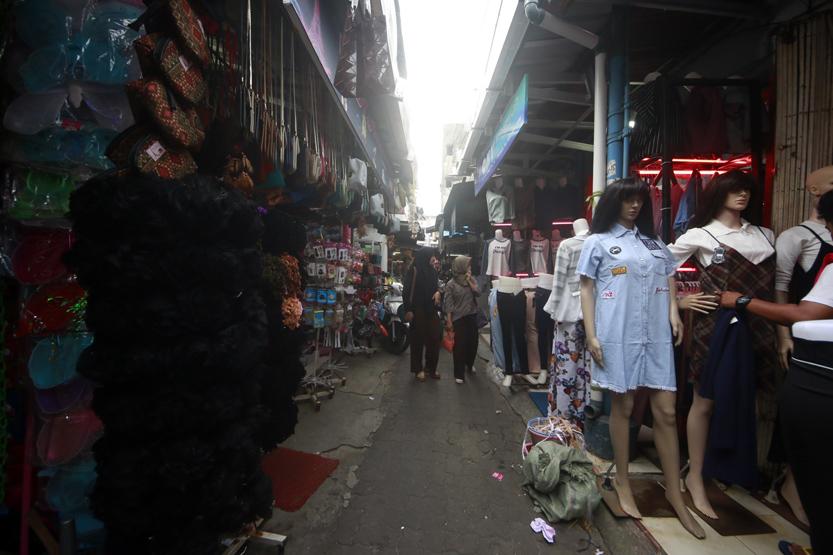 Lorong King atau Loking yang menghubungkan Jalan RA Kartini dan Let. Suprato menjadi salah satu lokasi favorit anak muda berburu aksesoris dan pakaian. (Lampungnews/El Shinta)