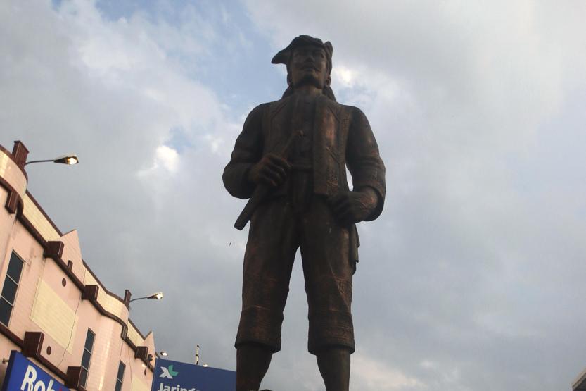 Patung pahlawan Lampung yakni Radin Intan berada di jalan yang juga dinamakan sama sebagai bentuk penghargaan terhadap pahlawan Lampung ini. (Lampungnews/El Shinta)