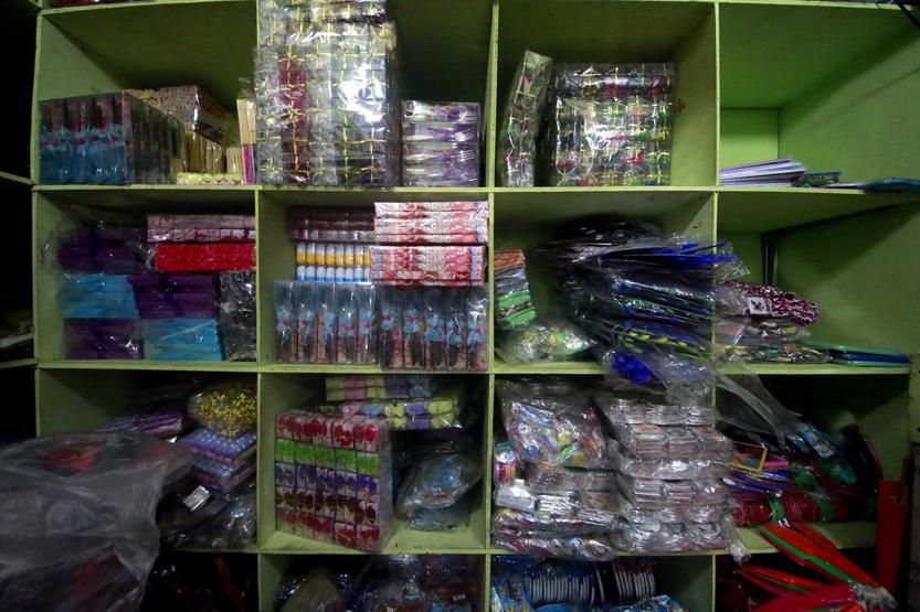 Aneka kotak parcel lamaran yang juga banyak dijual di Terminal Bawah Ramayana. (Lampungnews/El Shinta)