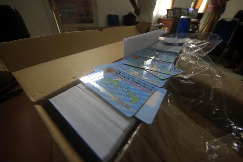 Penampakan blangko KTP-El yang baru saja didistribusikan ke 15 kabupaten/kota di Provinsi Lampung yakni sebanyak 136.000 keping. (Lampungnews/El Shinta)
