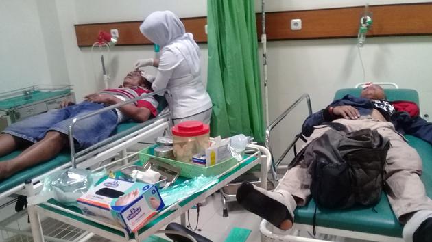 Jarwati dan Firman (pengendara sepeda motor) saat dirawat di RS Bumi Waras. (Lampungnews/Adam)