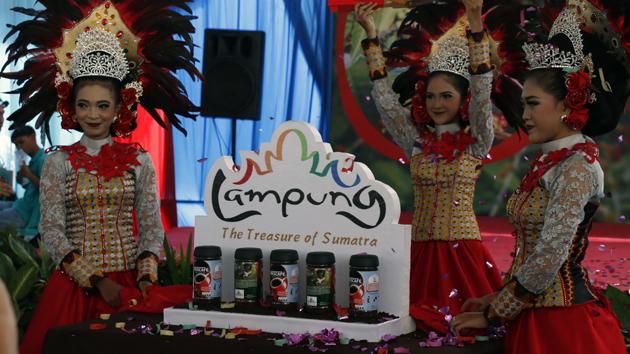 Re-launching logo siger pada kemasan Nescafe Classic yang digelar di Kebun Percontohan Tanaman Kopi Nestle di Tanggamus, Kamis (4/5). (Lampungnews/El Shinta)