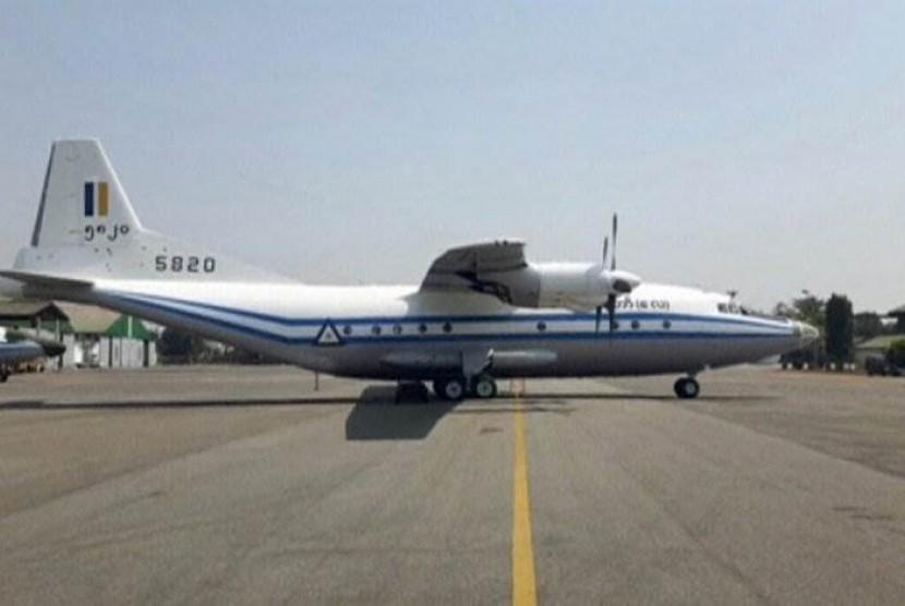Pesawat Militer Y-8F-200 (FACEBOOK: CINCDS MYANMAR/Handout/via Reuters TV)