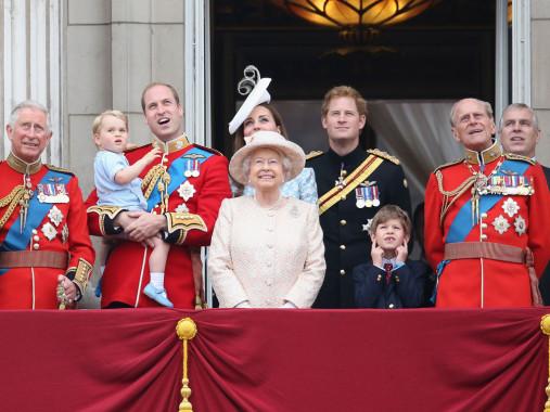 Sejumlah anggota keluarga Inggris berkumpul di Balkon Istana Buckingham