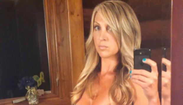 Brooke Lajiness merayu dua pemuda dibawah umur dengan cara mengirimkan foto dirinya tanpa busana yang dikirim melalu Snapchat. thesun.co.uk.