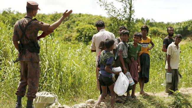 Petugas perbatasan Bangladesh telah memulangkan sekitar 550 orang pengungsi Rohingya ke Myanmar. (Reuters/Mohammad Ponir Hossain)
