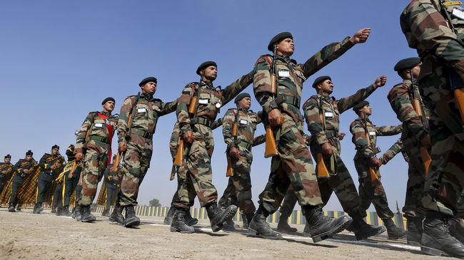 Tentara India dan China bentrok di Himalaya pada Rabu (16/8). (REUTERS/Amit Dave)
