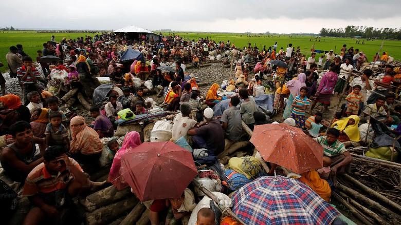 Pengungsi Rohingya yang berhasil melewati perbatasan Myanmar-Bangladesh