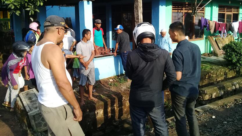 Lokasi kejadian pengendara sepeda motor tertabrak kereta. (Lampungnews/Adam)