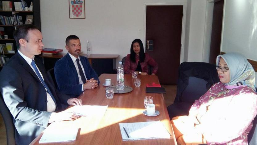 Diskusi antara FISIP Unila dan Dekanat Fakultas Ilmu Poltik Univeristas Zagreb (dok. KBRI Zagreb)