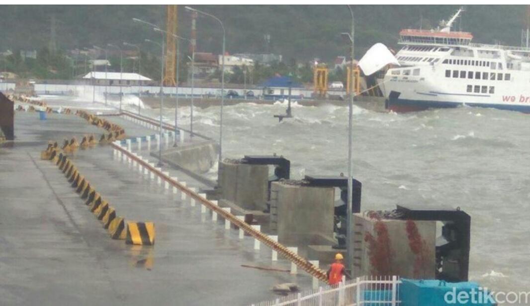 Cuaca buruk di Pelabuhan Merak. (Ist)