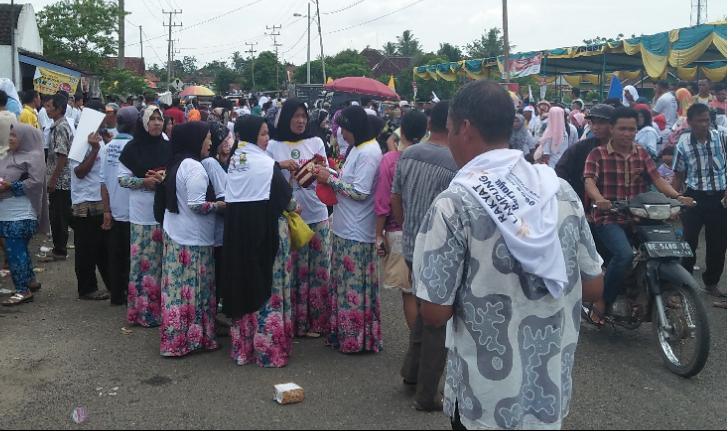 Masyarakat menghadiri kampanye Arinal-Nunik di Menggala (Lampungnews.com/Candra)