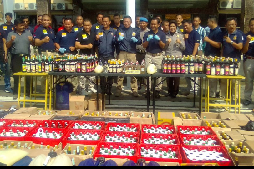 Polresta Bandarlampung Sita Ribuan Botol Minuman Keras
