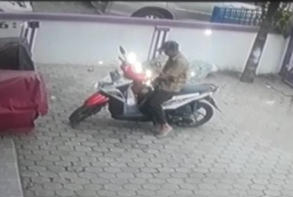 Aksi pencurian terekam kamera pengawas (ist)