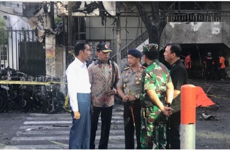 Presiden Jokowi Meninjau lokasi ledakan bom di Surabaya (Setkab.go.id)