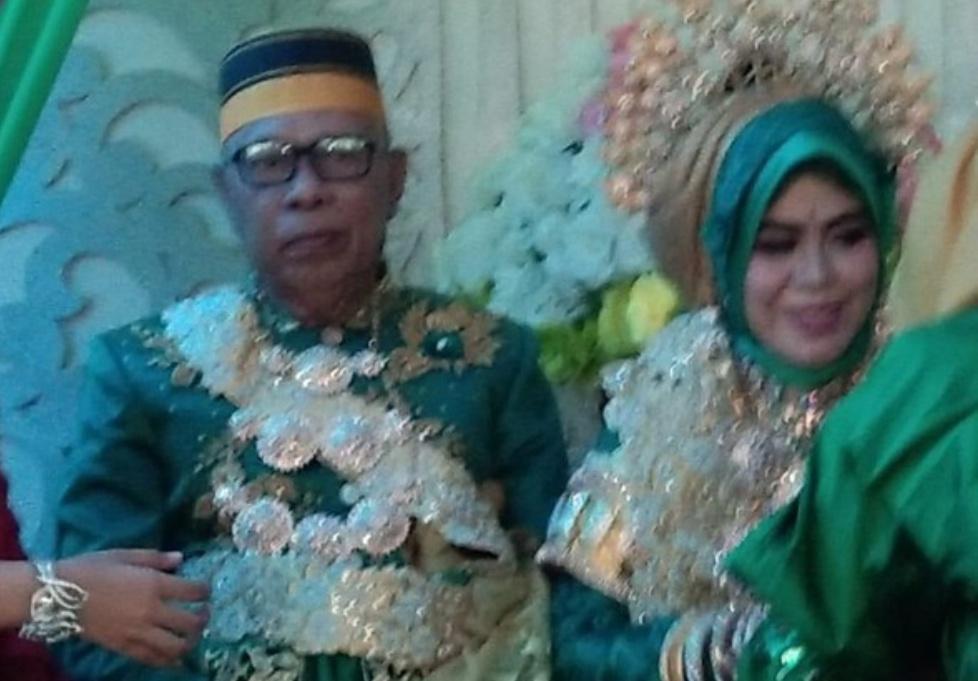 Seorang kakek nikahi gadis bermahar 1 miliar (Foto : Detikcom)