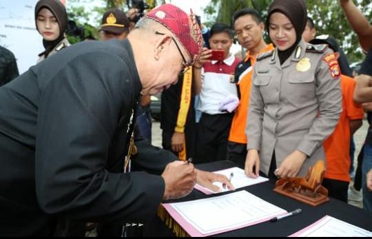 Penandatanganan Deklarasi Pileg dan Pilpres Damai Foto : Kominfo LS)