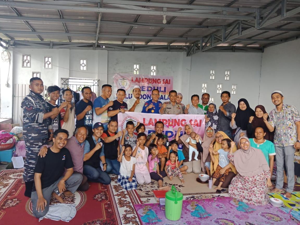 Perwakilan Pengurus Lampung Sai bersama korban gempa-tsunami di Palu