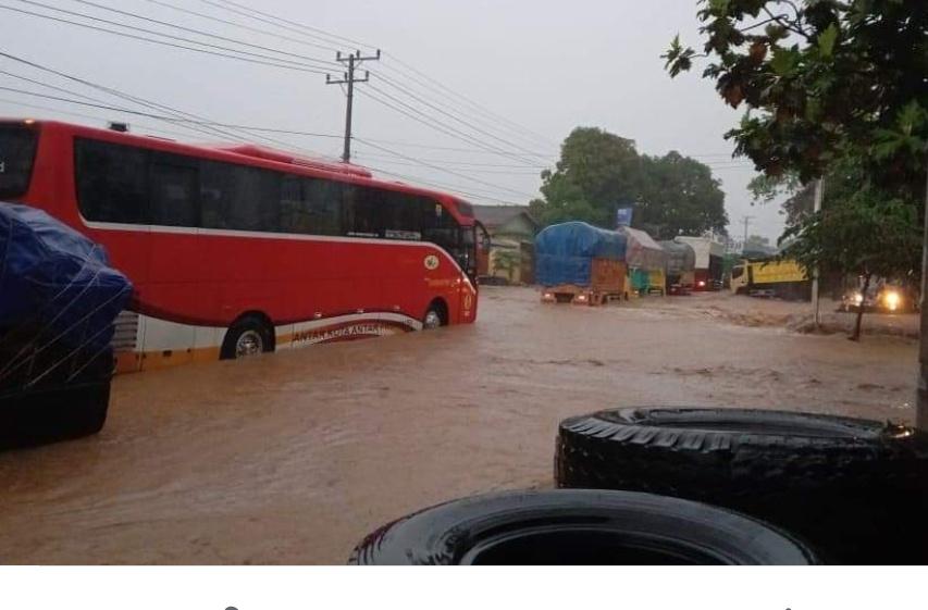 Banjir di Rangai, Jalinsum Macet dan Sejumlah Rumah Terendam
