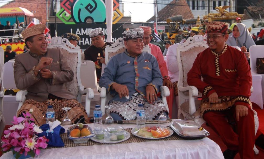 Ribuan Peserta Ikuti Pawai Seni dan Budaya di Bandarlampung