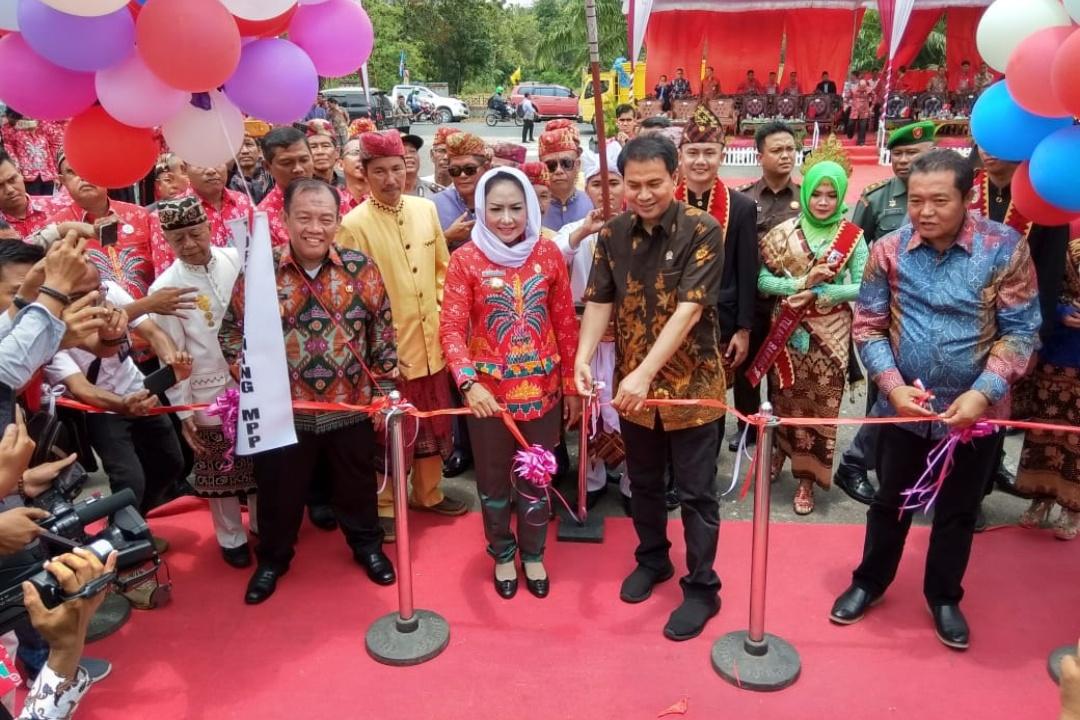Bupati Tuba Buka Festival Megow Pak dan Resmikan Mall Pelayanan Publik